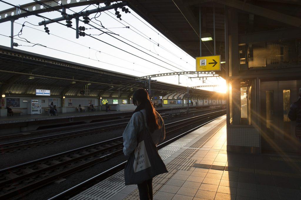 地下鉄 女性 転勤