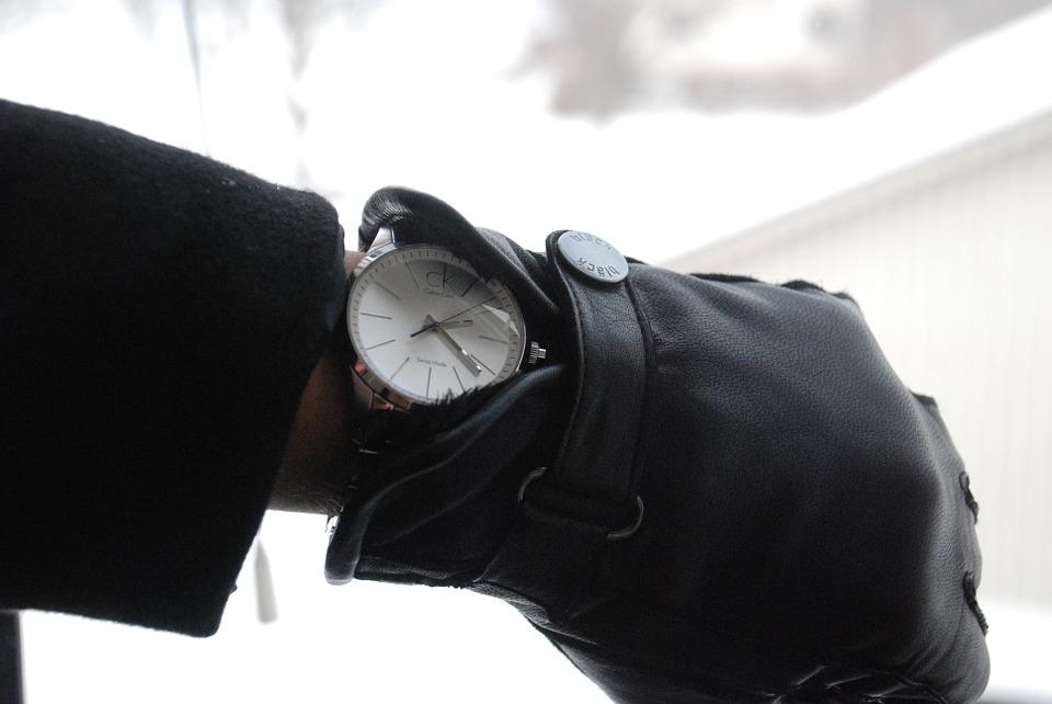 時計 冬 遅刻