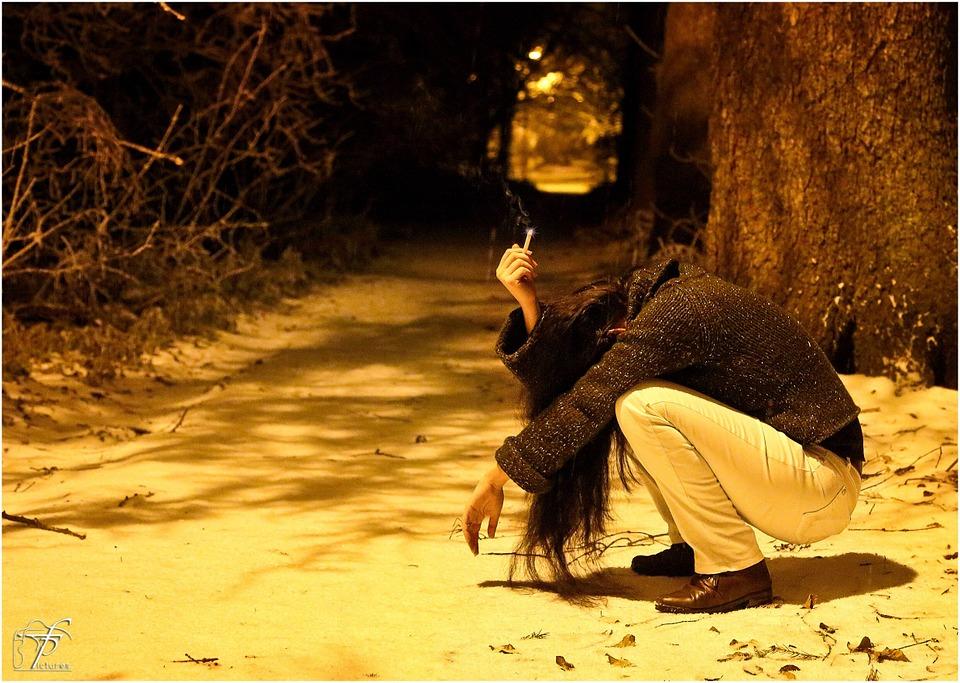 冬 雪 女性 意気消沈 悲しい 二股 失恋