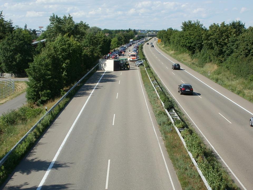 高速道路 渋滞 車