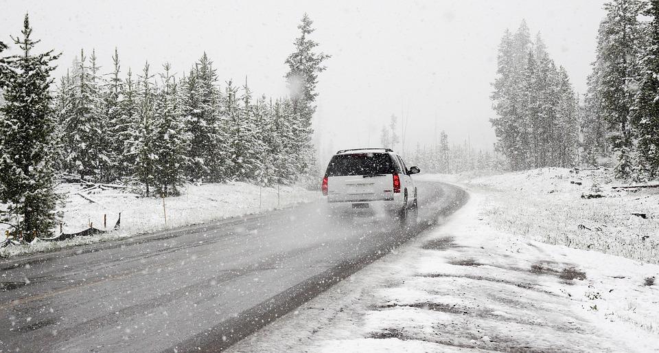 吹雪 道路 車 雪