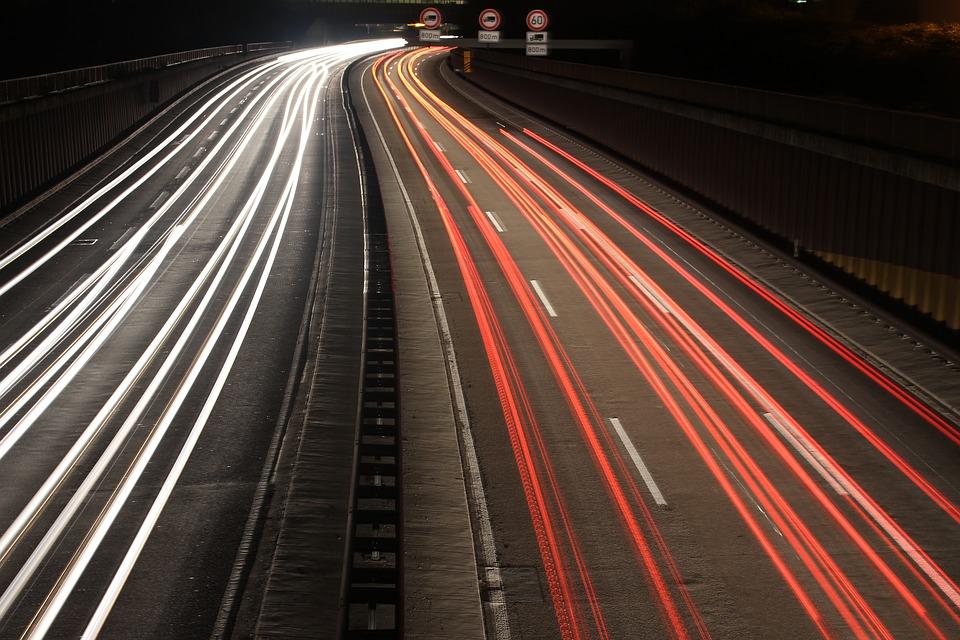 高速道路 夜