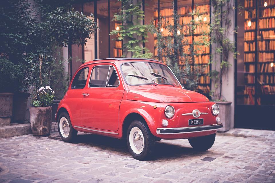 赤 車 自動 車両 旅行 外 屋外 公園 家 緑 植物