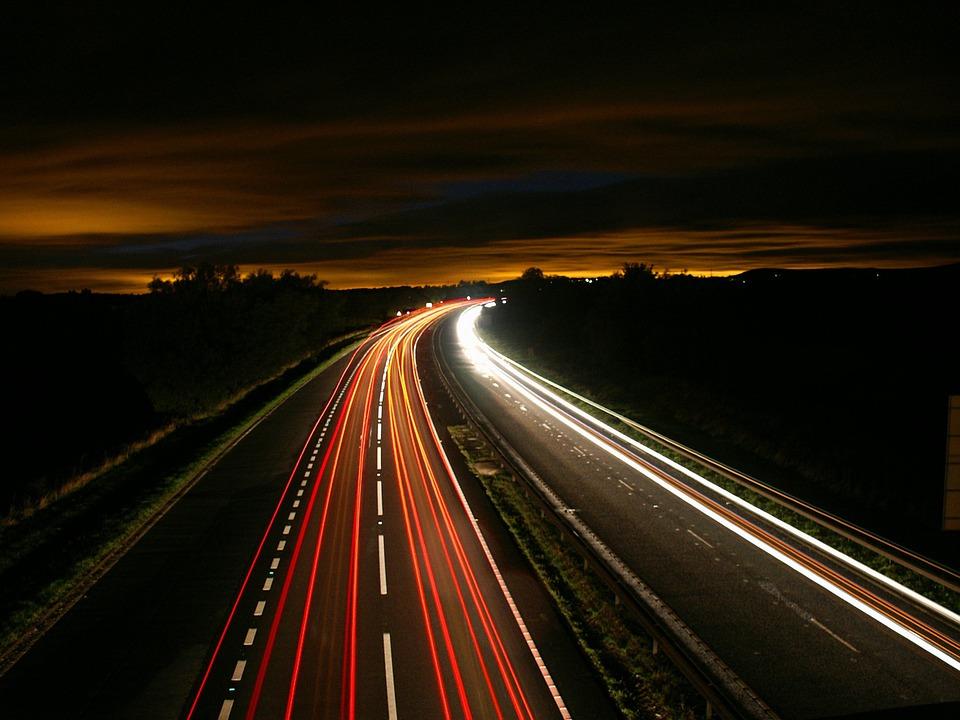 道路 夜 光