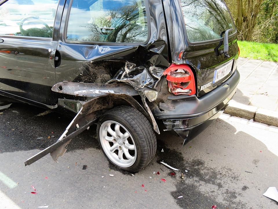交通事故 破損
