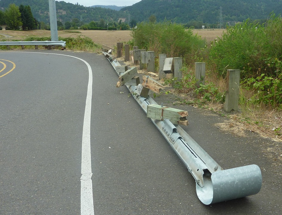 ガードレール 破損