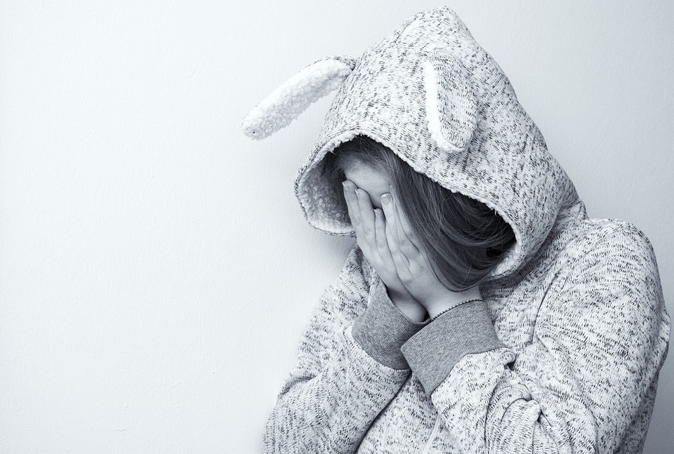 絶望的です 悲しい 押し下げられました 泣く 損失 懸念 ティーンエイ ジャー 絶望 うつ病