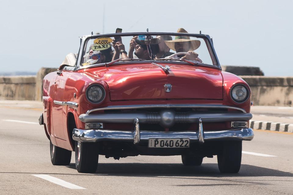 キューバ ハバナ マレコン Almendron 古典的な 車 オレンジ 転換 車両 タクシー