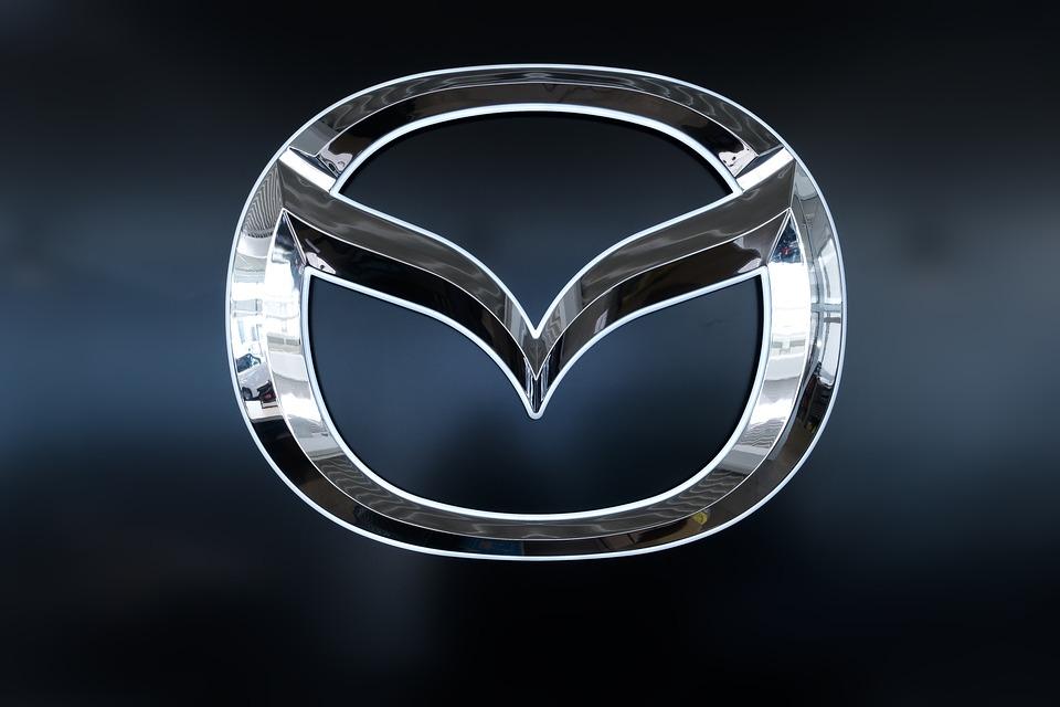 シグネット ロゴ 商標 マツダ 自動車 翼 光沢のあります 金属 クロム 反射