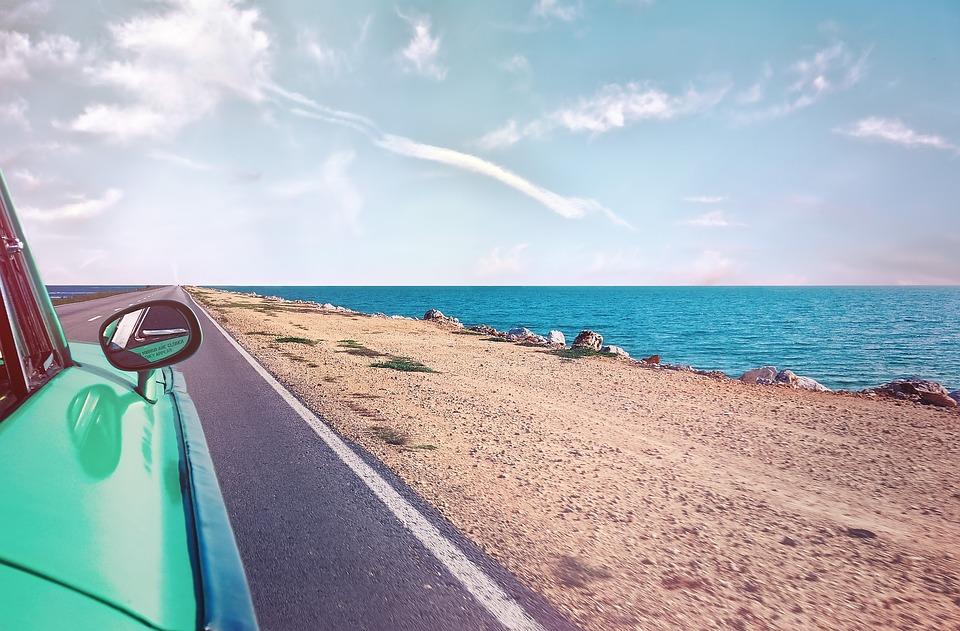 キューバ オールドタイマー 自動 ビーチ 海岸 クラシック 自動車 道路 ノスタルジック