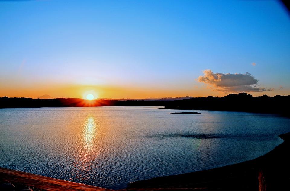 夕日 夕焼け 日没 空 日本 雲 サンセット 夕陽 夕暮れ 太陽 水 光