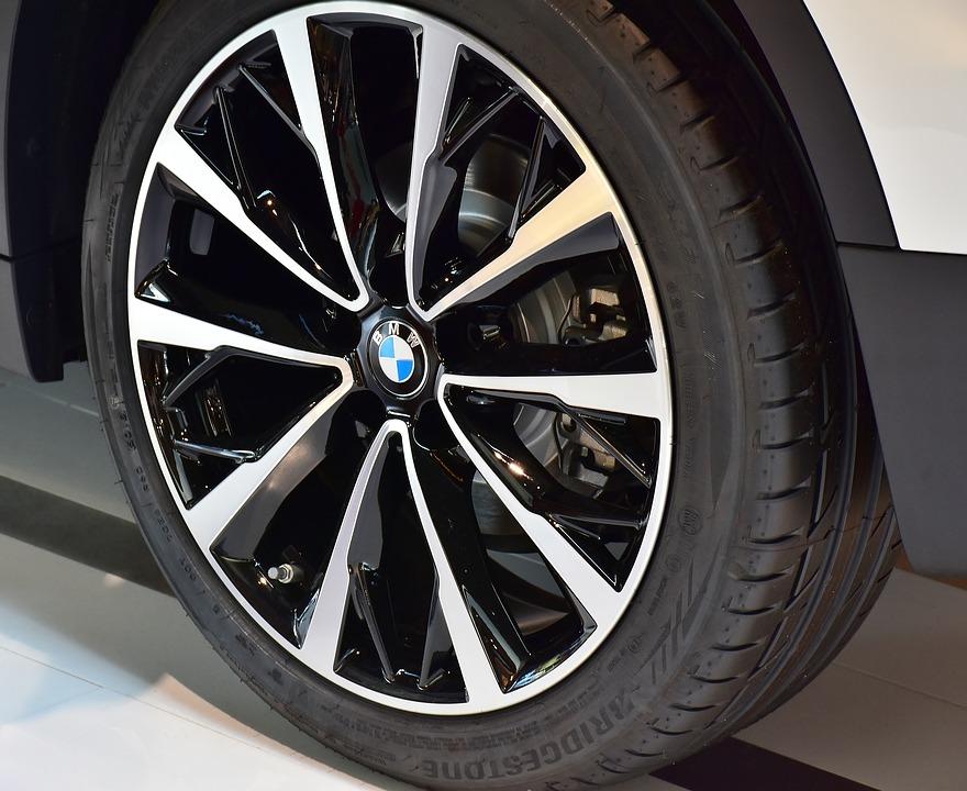 BMW タイヤ エンブレム 車